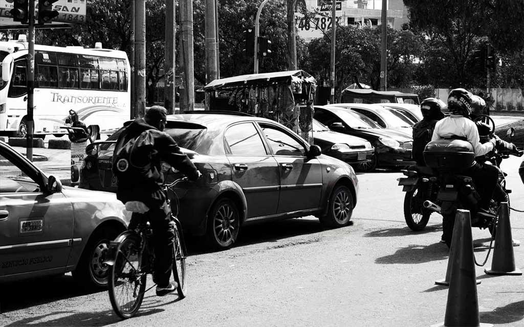 Ciclista imprudente sin casco